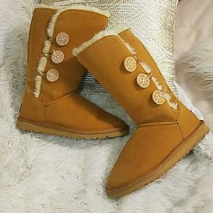 Shoes - FAKE ugg boots